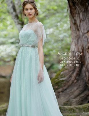 カラードレスにアップのヘアスタイルのモデルさん