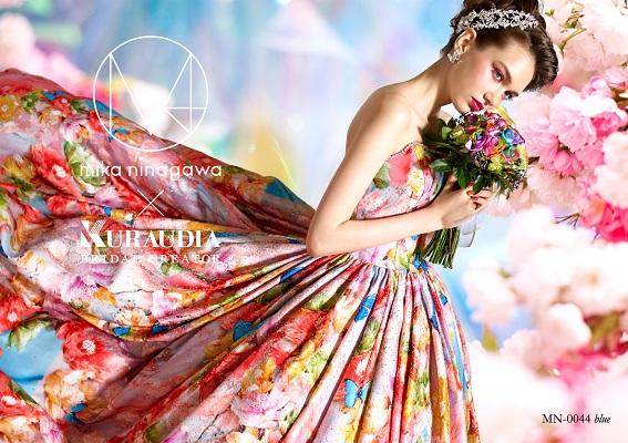 カラードレスにボンネのモデルさん