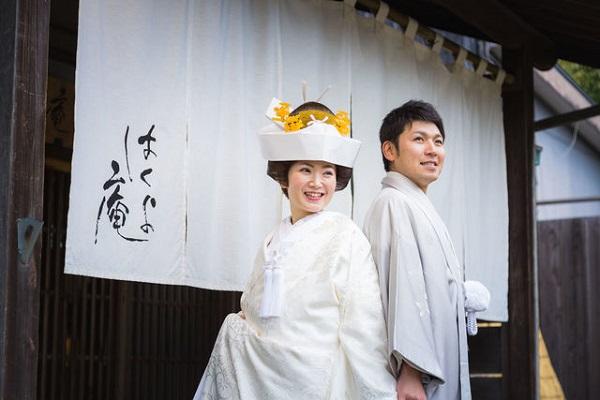白無垢角隠し姿の花嫁さまと新郎さま